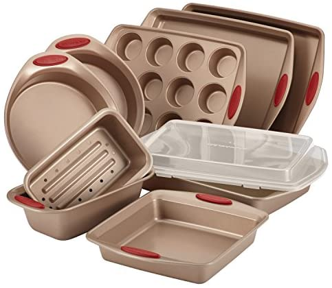 51C R  PreL. AC  - Rachael Ray 52410 Cucina Nonstick Bakeware Set with Baking Pans, Baking Sheets, Cookie Sheets, Cake Pan, Muffin Pan and Bread Pan - 10 Piece, Latte Brown with Cranberry Red Grip